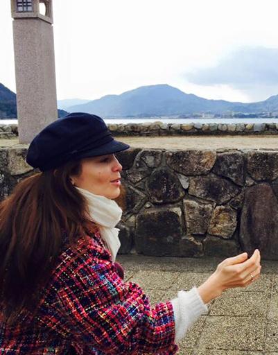 Певица щедро делится фото из поездки в социальных сетях