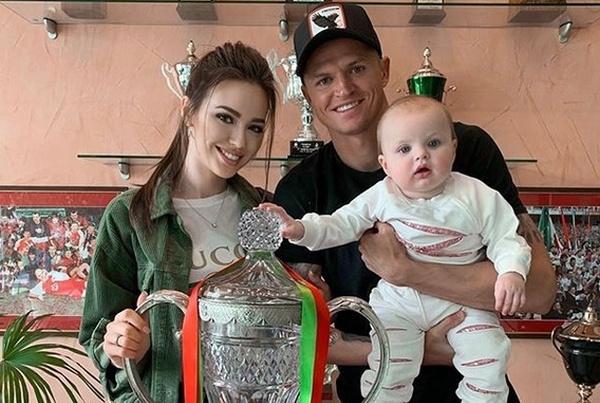 Дмитрий Тарасов может переехать с семьей из-за перехода в другой клуб