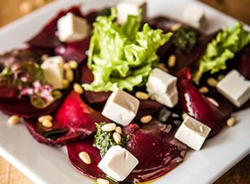 Салат из свеклы с сыром тофу