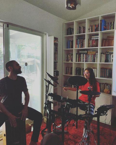 Неслихан и ее муж тоже любят музыку.