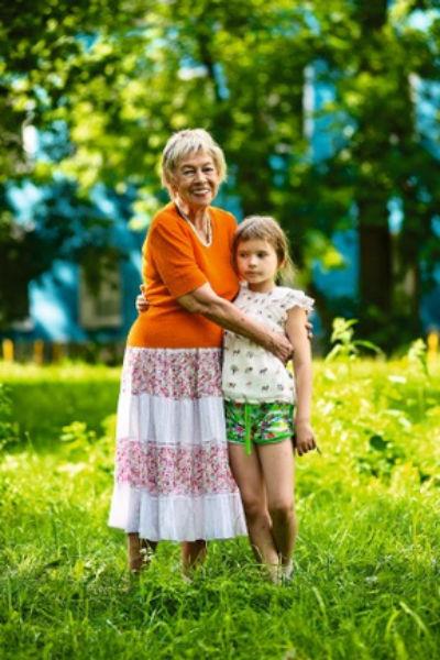 Александра Назарова с внучкой