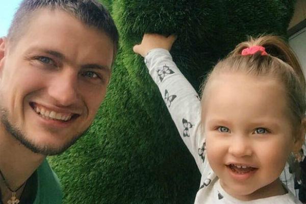 А вот с дочерью Задойнову нечасто удается увидеться