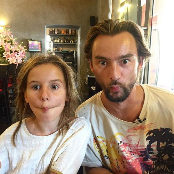 Девочка регулярно видится с любимым отцом Аланом Бадоевым