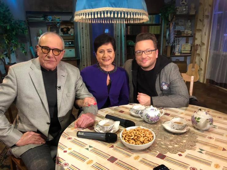 Эммануил Гедеонович и Ирина на съемках передачи «Рожденные в СССР»