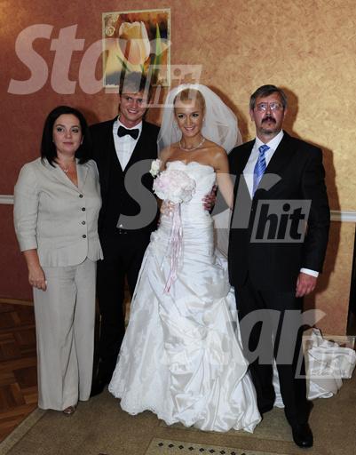 Молодожены с родителями невесты