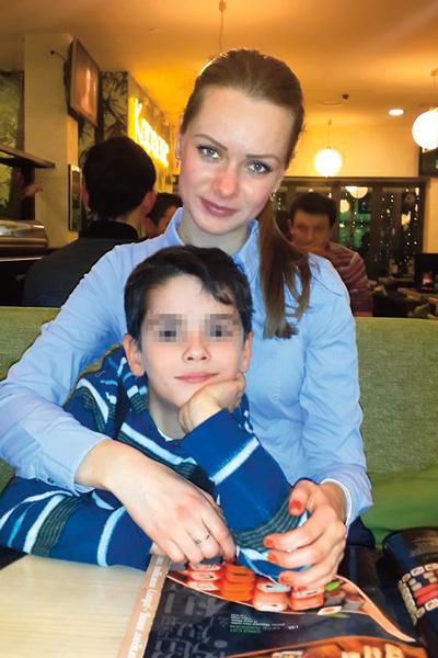 Анна при любой возможности летела в родной Харьков – повидаться с младшим братом Денисом