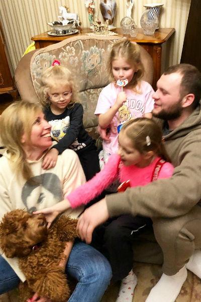 Светлана Бондарчук с сыном и внучками