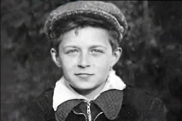 В детстве Алексею Мишину пришлось часто переезжать