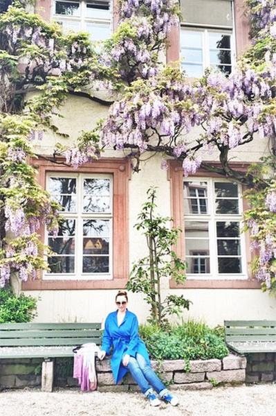 «Цветущий Баден. Ароматы цветов сводят с ума! Они повсюду, просто гуляй и вдыхай», - делится Анфиса Чехова снимками немецкого курорта