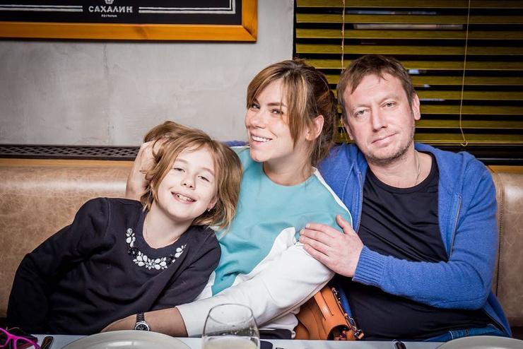 Михаил с женой Анной и дочкой Соней