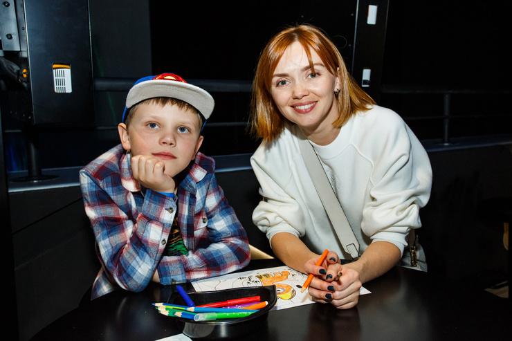 Ольга занялась рисованием вместе с сыном