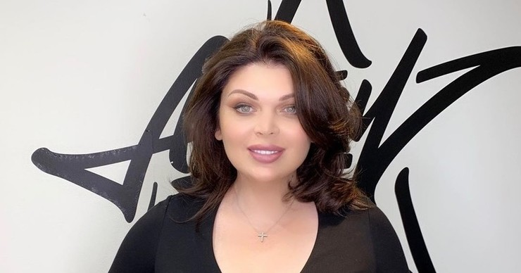 Модель plus-size Юлия Рыбакова уменьшила грудь и сделала ринопластику