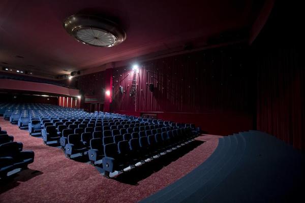 Кинотеатры пустуют