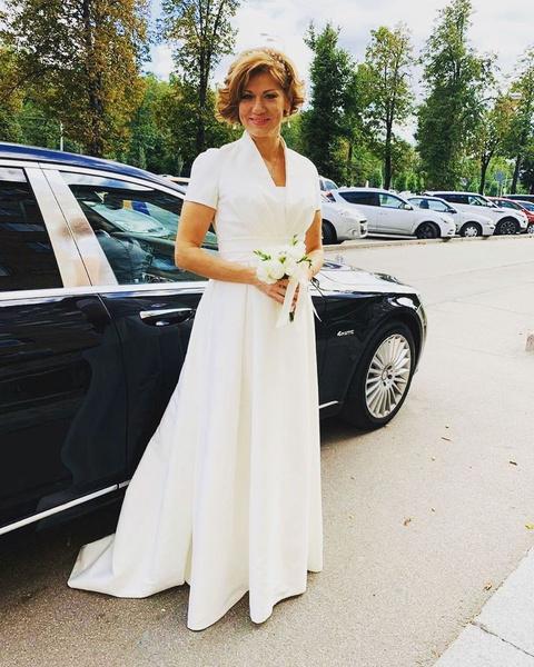 Елена вышла замуж впервые