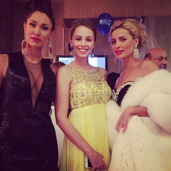 Полина Диброва с гостьями праздника