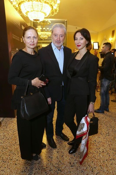 Дочери Смехова дружат с его женой