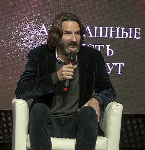 Фредерик Бегбедер назвал место, где проходила презентация картины Диснейлендом для взрослых
