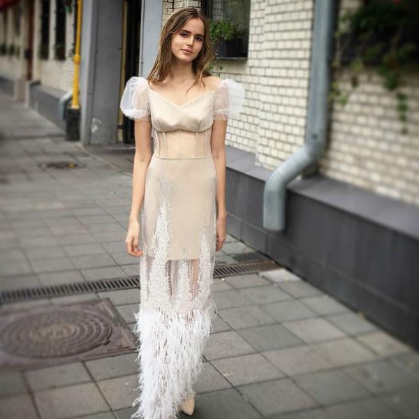 Соня примерила дизайнерские платья