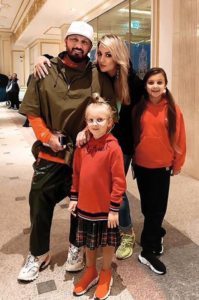 Стас и Инна воспитывают двух общих детей — 9-летнюю Иванну (справа) и 6-летнюю Марию