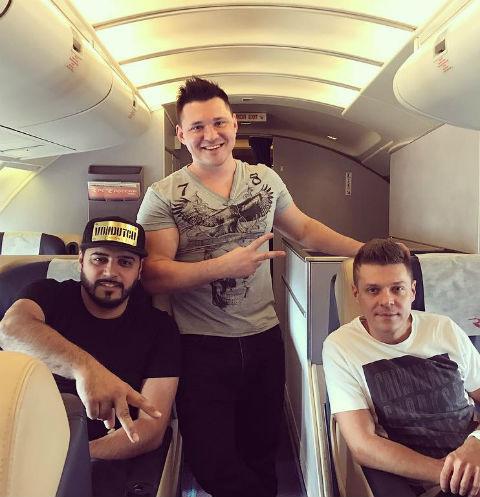Алексей Кабанов (по середине) с ребятами из группы «Корни»
