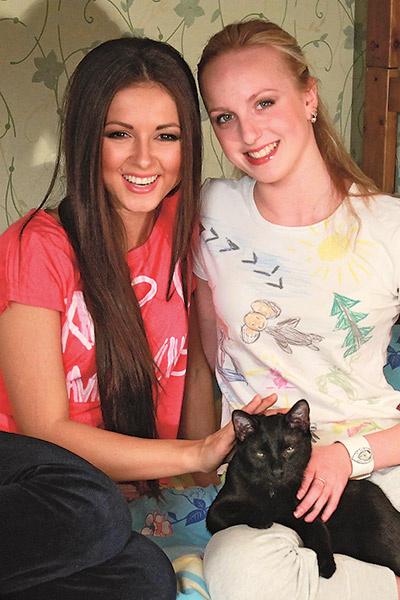 Нюша с сестрой Марией