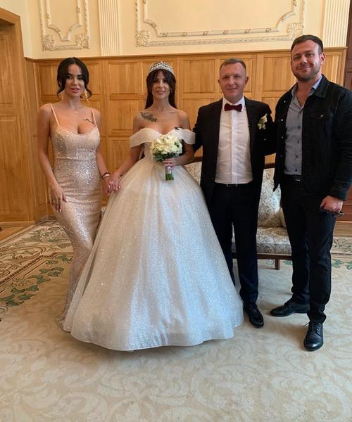 Недавно поженившиеся Блюменкранц и Левченко тоже приехали в загс
