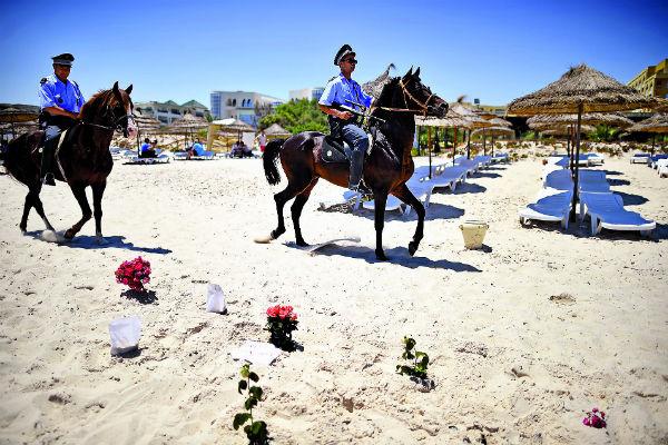 После нападения на туристов пляжи Туниса охраняет полиция