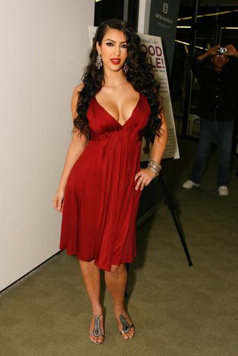Ким Кардашьян на вечеринке в честь премьеры семейного шоу
