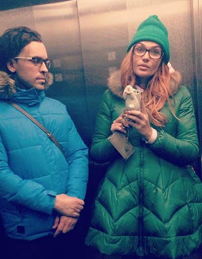 Алена Водонаева любит яркие пуховики необычного покроя