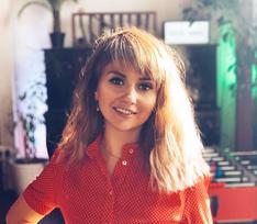 «Детство вернулось!»: Аня «Ранетка» исполнила хиты группы на закрытой блогерской вечеринке — видео