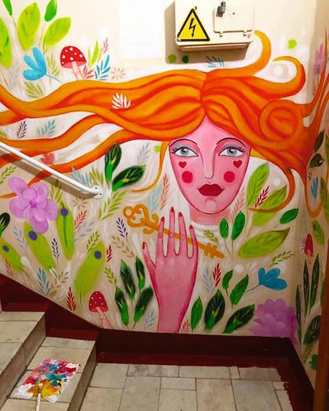 Художница расписала стены детдома по мотивам сказок