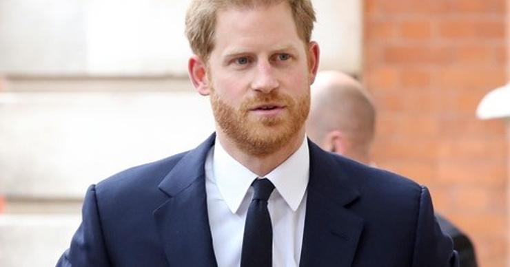 Дженнифер Энистон не стала встречаться с принцем Гарри из-за разницы в возрасте