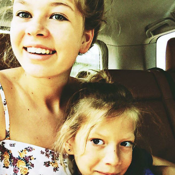Дочери Веры Брежневой любят селфи, как и их мама