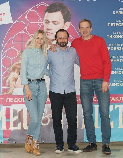 Андрей Бурковский с женой Ольгой и Ильей Авербухом