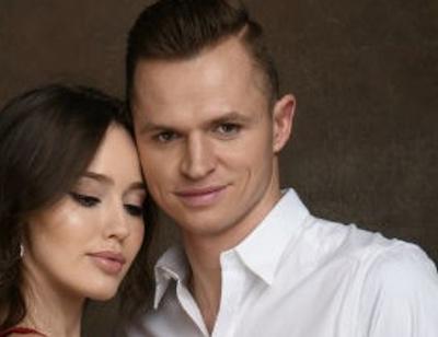 В трусах и с небрежным пучком: Дмитрий Тарасов показал откровенное фото жены