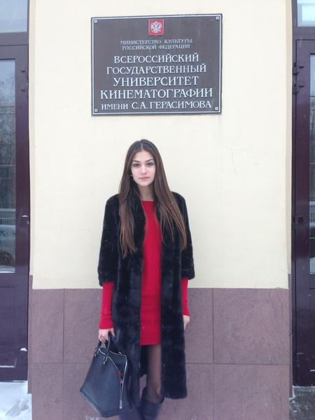 В 15 лет Анастасия поступила на продюсерский факультет во ВГИК