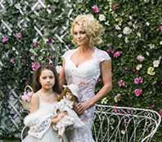 Анастасия Волочкова сняла дочь в клипе на песню «Буду я с тобою счастлива»