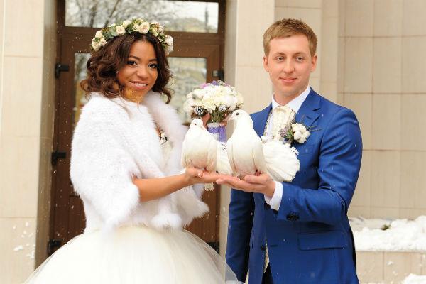 Либерж и Евгений поженились 12 декабря 2014 года, спустя год отношений