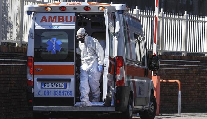 Сухари, люксовые сумки и бездействие врачей: будни пациентов в Коммунарке