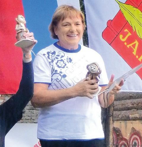 Двойник Ангелы Меркель метает ножи в Рязанской области