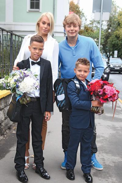 Андрей с женой Мариной и детьми – 11-летним Иваном и 7-летним Артемием, 2015 год