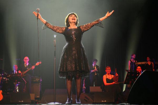 Мирей Матье почтила память музыкантов ансамбля имени Александрова