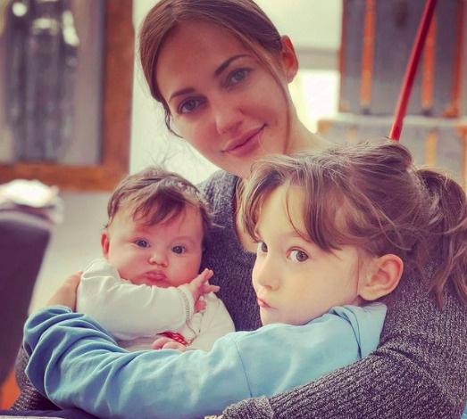 Актриса воспитывает двоих дочерей
