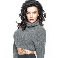 Татуировки раздетой Юлии Волковой вызвали споры о приличии