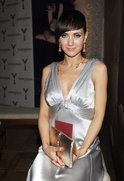 На церемонии вручения премии «Ника» в 2009 году гости с трудом верили, что стройная актриса — мама троих детей
