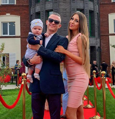 Алена Рапунцель с бойфрендом Ромой и сыном