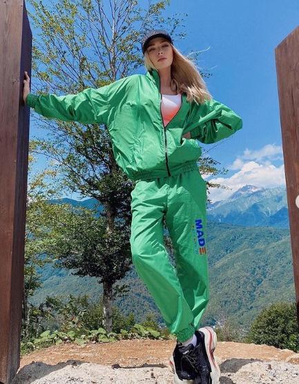 А где платья? Хороша ли Алена Шишкова в брюках и спортивных штанах