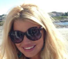 Похудевшая Джессика Симпсон осмелилась на фотосессию в купальнике