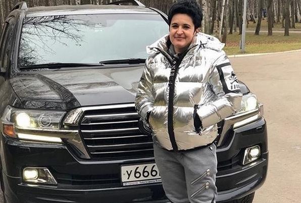 Елена Голунова и ее внедорожник