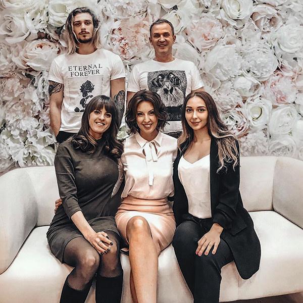 Виктор и Наталья с сыном Василием, его девушка Дарья (справа) и дочь Рыбина от первого брака Мария